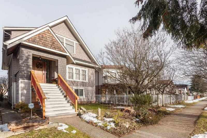 2709 Venables St, Renfrew Home