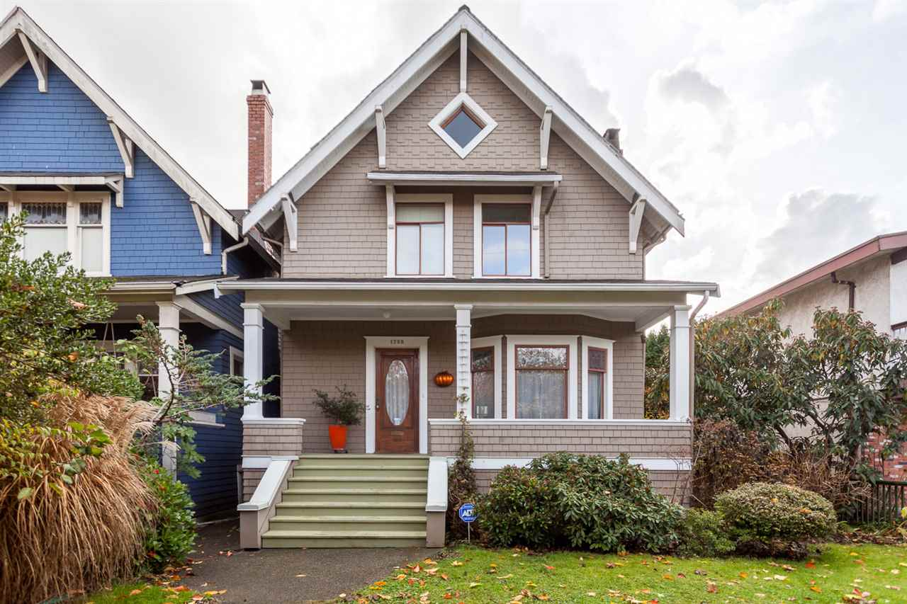 1738 CHARLES STREET Vancouver, BC - 1