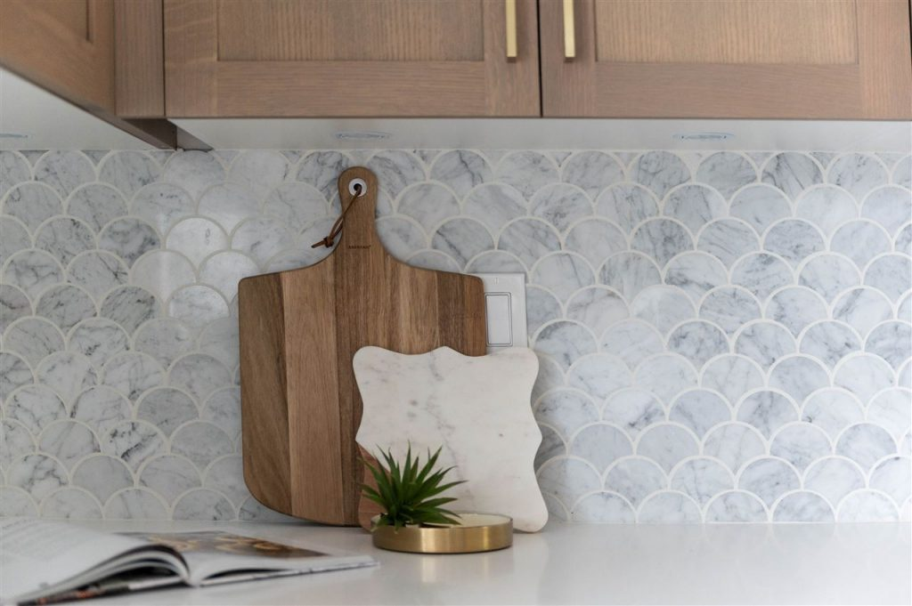 beautiful scalloped grey and white kitchen tile backslash